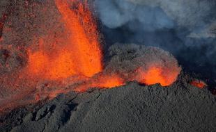 310x190_vue-aerienne-volcan-piton-fournaise-reunion-lors-precedente-eruption-1er-fevrier-2017