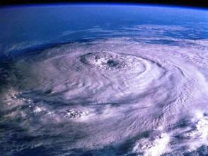 Oeil-cyclone-Bejisa